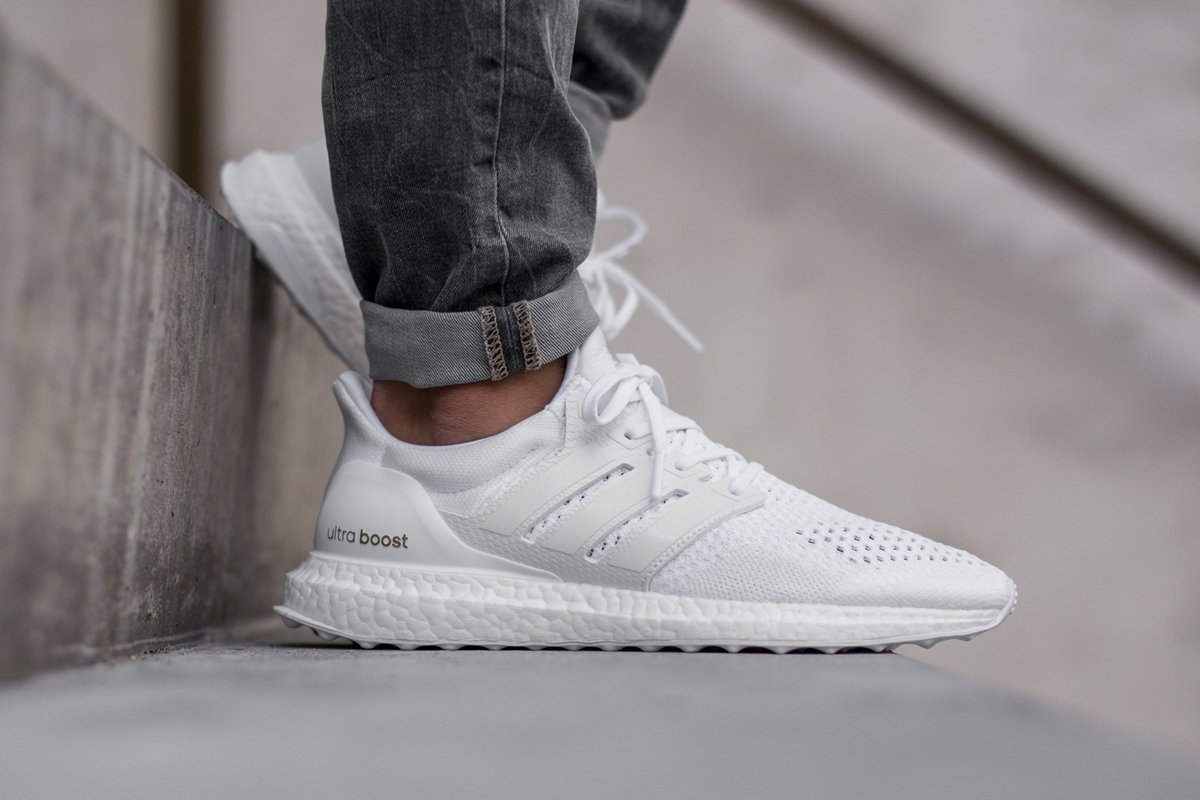 adidas-ultra-boost-triple-white-af5826