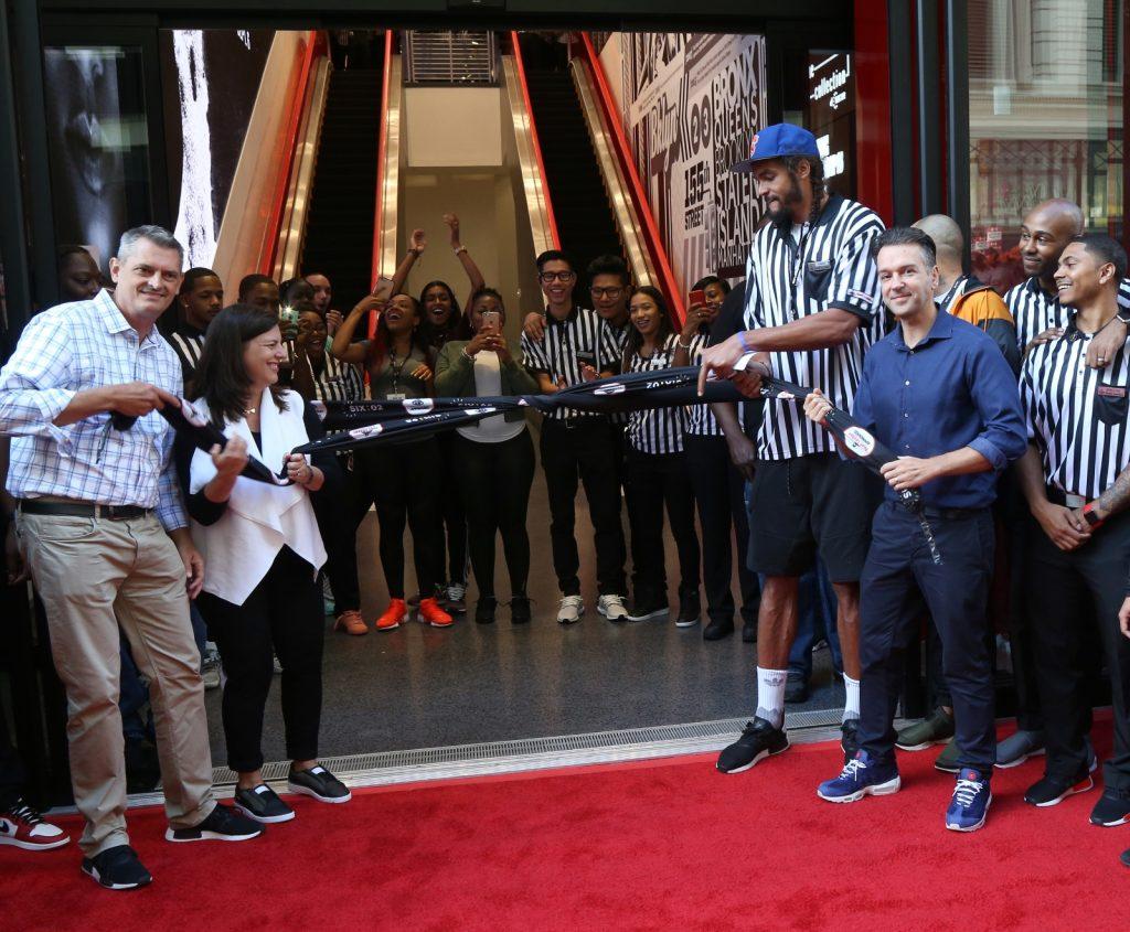 foot-locker-newyork-34th-street-renewal-open-20160830