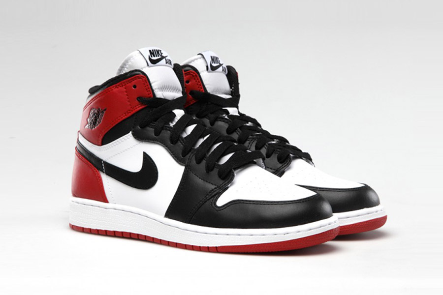 nike-air-jordan-1-retro-high-og-black-toe-555088-125-release-20161105