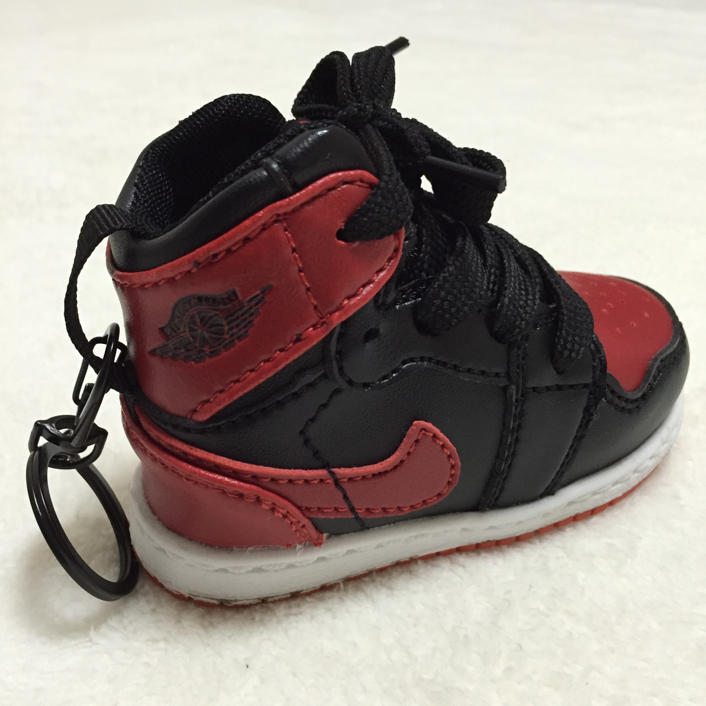 nike-air-jordan-1-bred-fragment-design-type-mobile-battery-key-holder