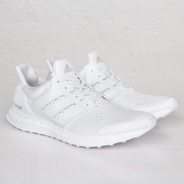 uverworld-takuya-sneaker-ultra-boost-triple-white