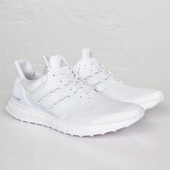 uverworld-takuya-sneaker-ultra-boost-triple-white