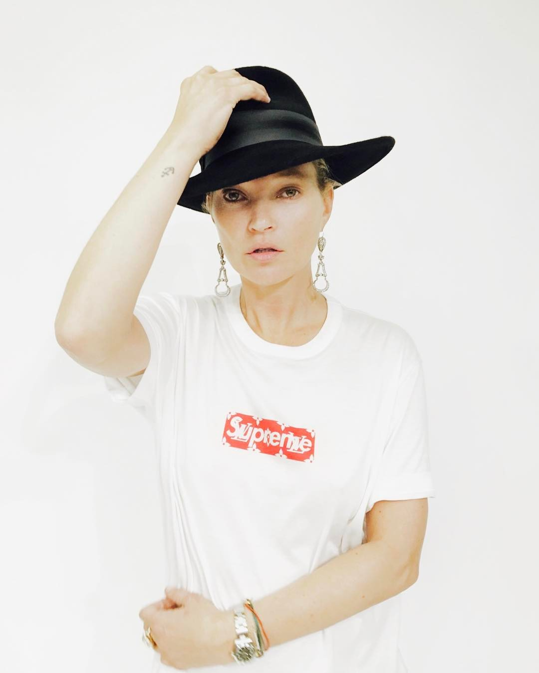 supreme-louis-vuitton-collaboration-2017ss-release-kate-moss