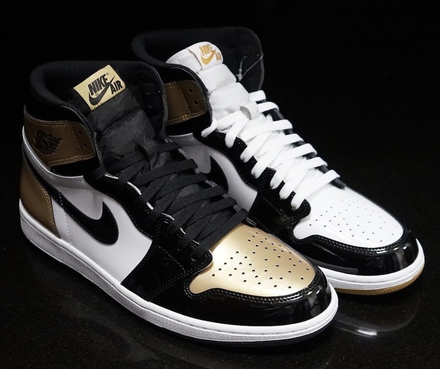 nike-air-jordan-1-gold-top-3-release-20171104-at-complex-con