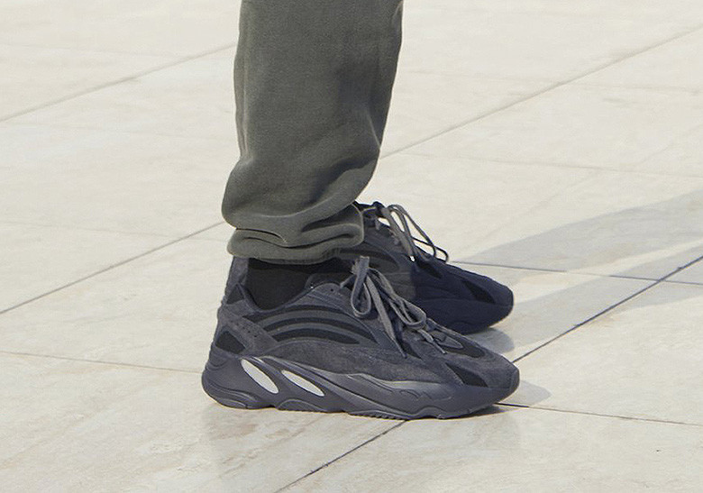 yeezy-wave-runner-700-triple-black-and- white-grey-leak