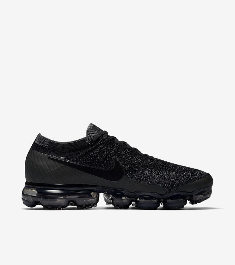nike-air-vapormax-triple-black-restock-20171228
