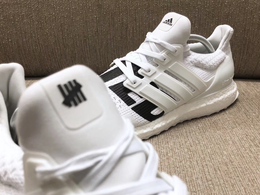 e6c325303a3af UNDEFEATED x adidas ULTRA BOOST WHITE   BLACKが4 14に国内発売予定 ...