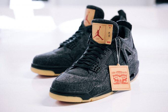 levis-nike-air-jordan-4-retro-black-white-ao2571-001-100-release-20180630
