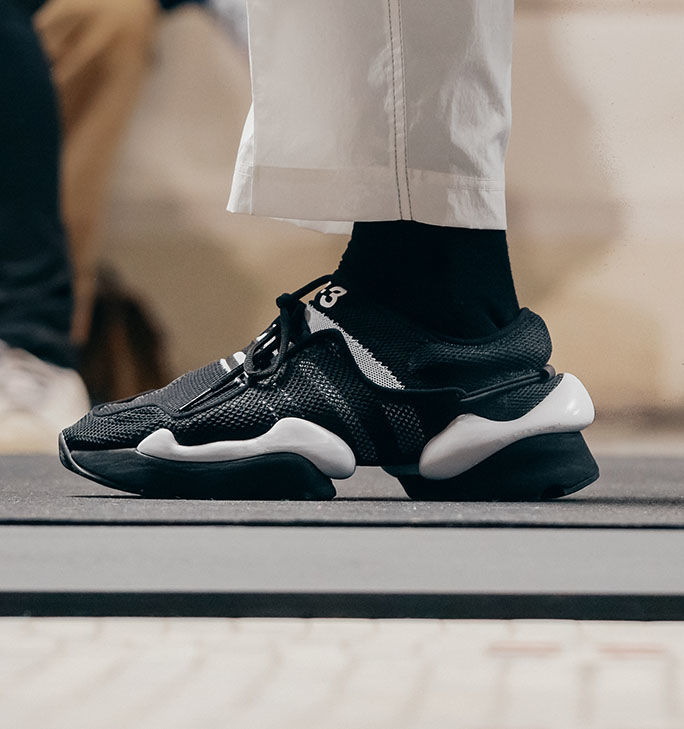 y-3-2019-spring-summer-new-model-show-20180624