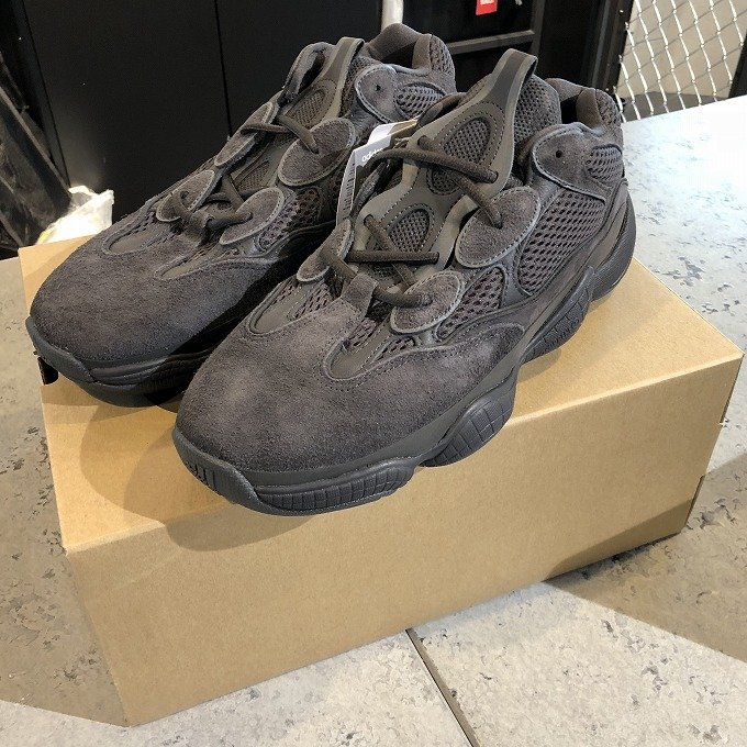 https://godmeetsfashion.com/2018/07/09/adidas-yeezy-500-utility-black-f36640-release-20180707-review/