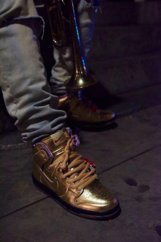 nike-sb-dunk-high-humidity-metallic-gold-av4168-776-release-20180922