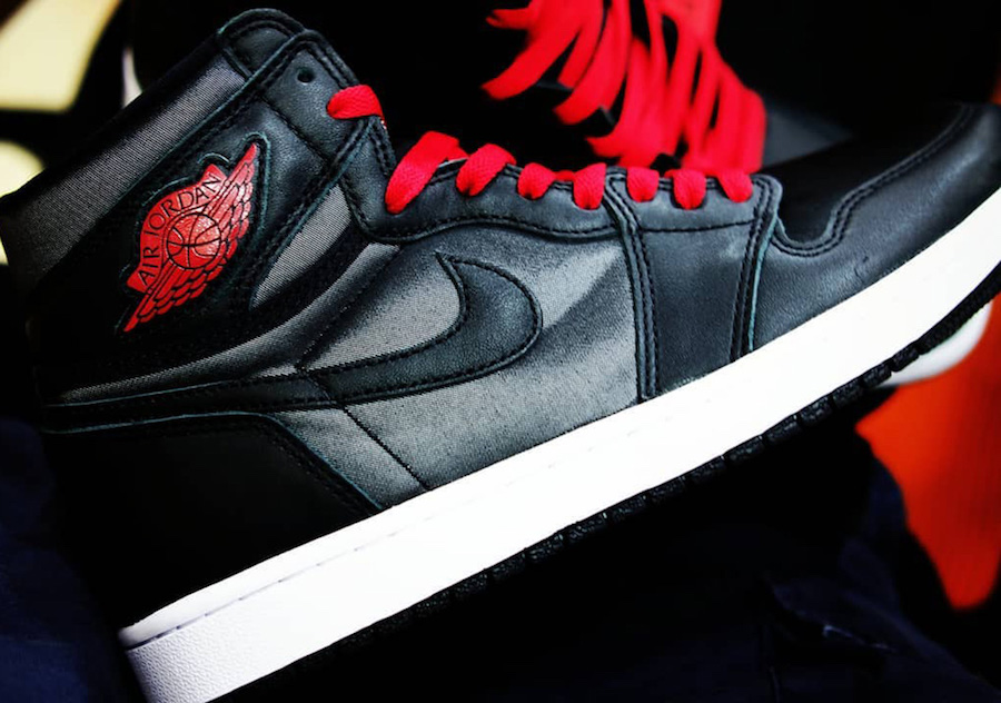 nike-air-jordan-1-retro-high-og-black-satin-555088-060-release-202001