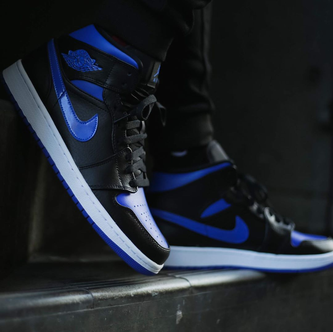 nike-air-jordan-1-mid-hyper-royal-554724-068-release-20200101