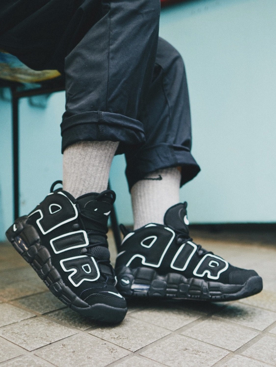 nike-air-more-uptempo-og-black-white-2020-414962-002-release-20201222-snap