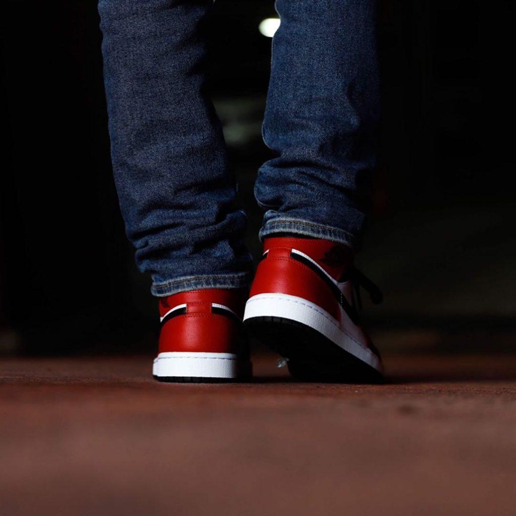 nike-air-jordan-1-mid-chicago-black-toe-554724-069-release-20200418