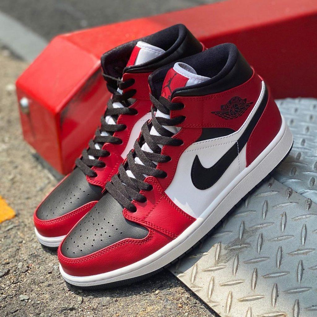 nike-air-jordan-1-mid-chicago-black-toe-554724-069-release-20200603