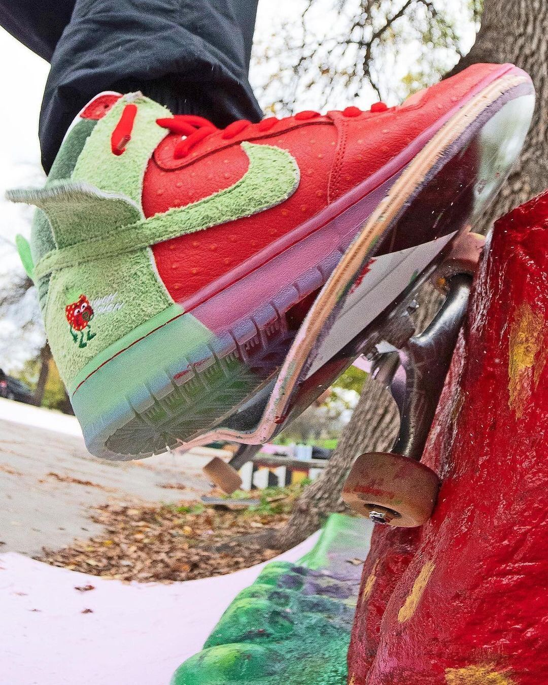 todd-bratrud-nike-sb-dunk-high-strawberry-cough-cw7093-600-release-20211030