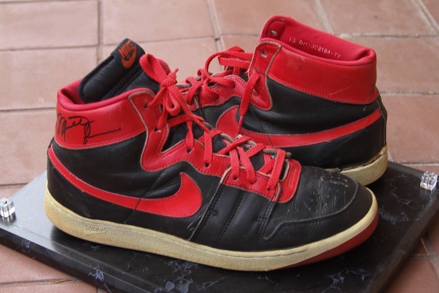nike-air-ship-og-banned-1984