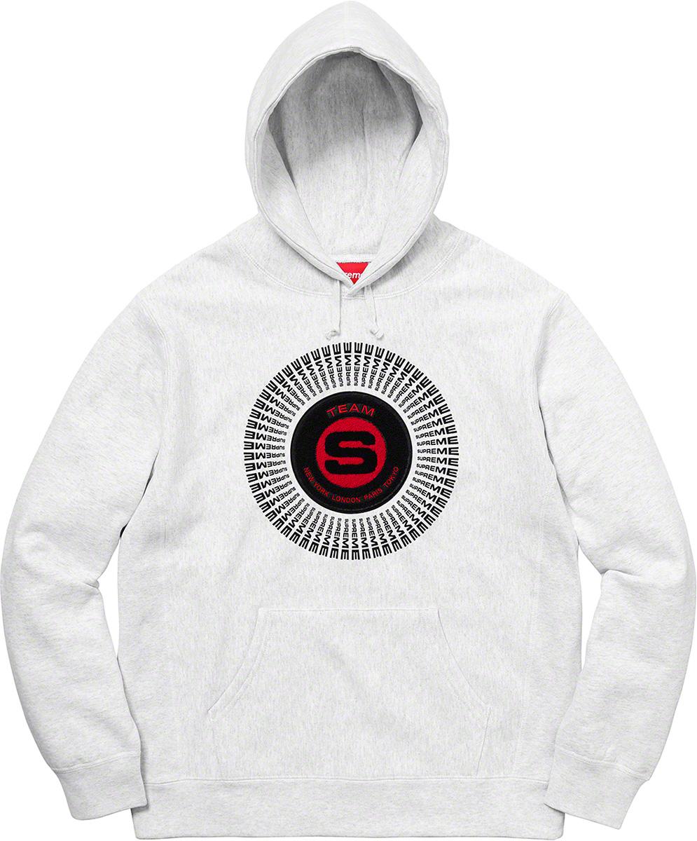 supreme-20aw-20fw-chenille-applique-hooded-sweatshirt