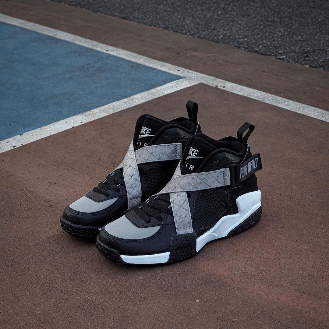 nike-air-raid-og-black-grey-white-dc1412-001-release-20200930