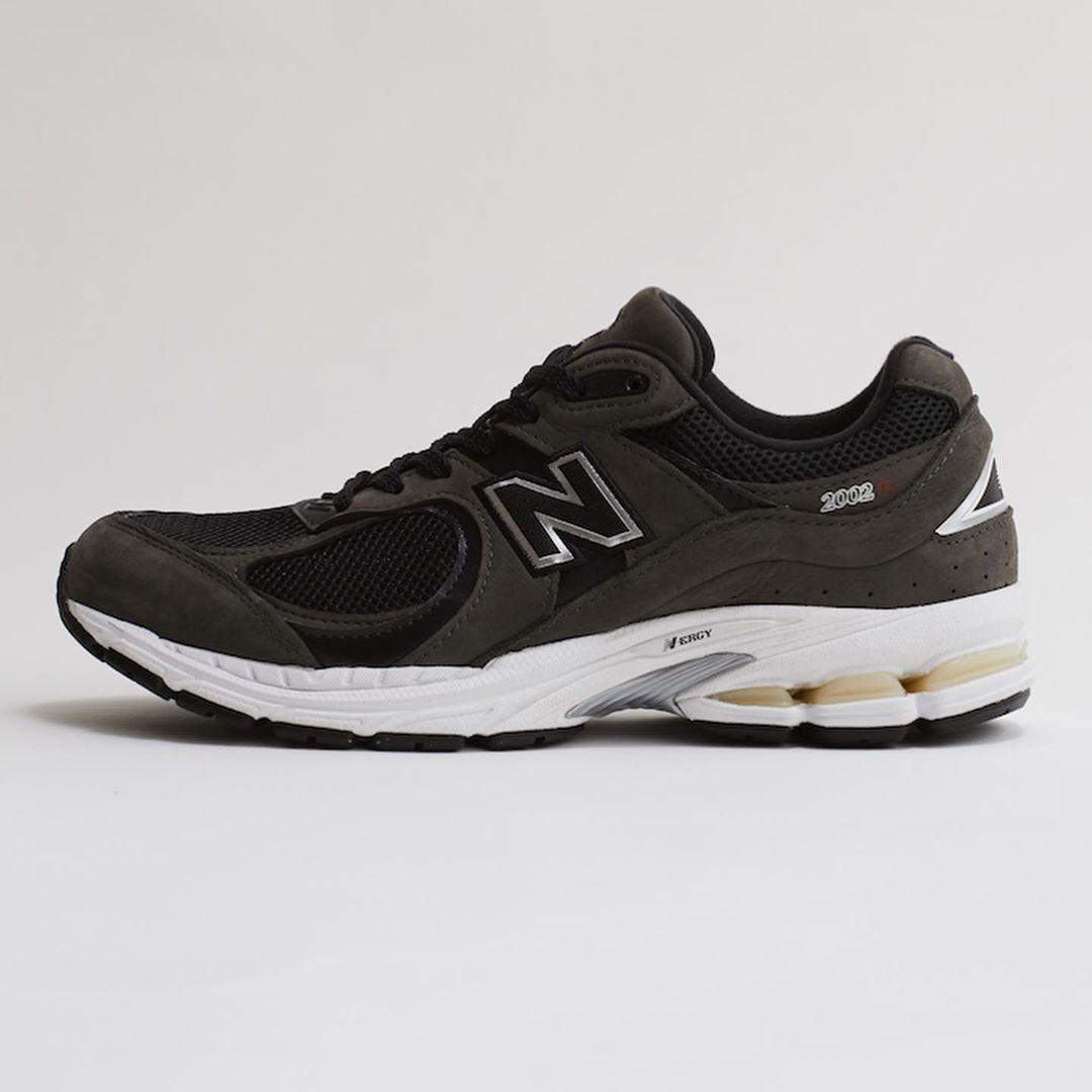 new-balance-ml2002r-black-release-20201016