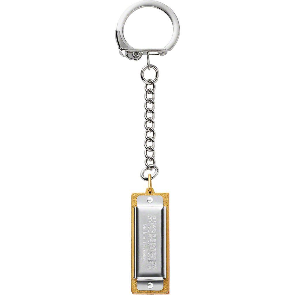 supreme-20aw-20fw-supreme-hohner-keychain