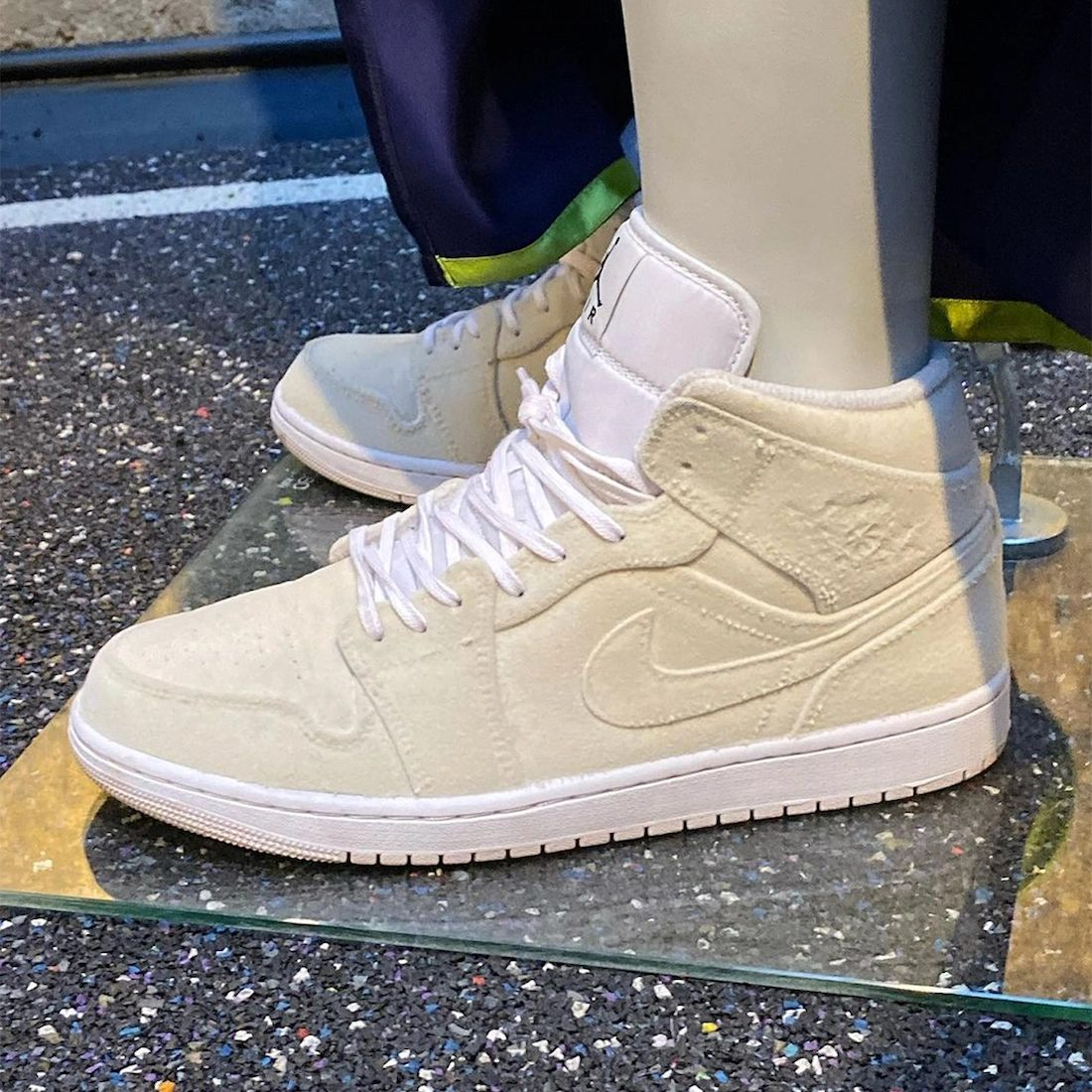 pigalle-nike-air-jordan-1-mid-velvet-release-2021-fall-winter